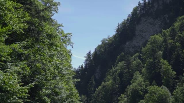 tatra dağları nehir trafiği görünümü - zakopane stok videoları ve detay görüntü çekimi
