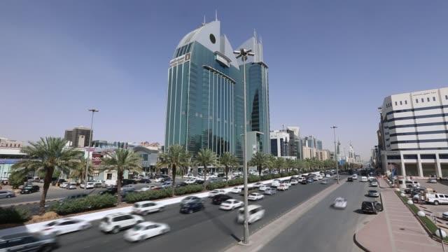 stockvideo's en b-roll-footage met riyadh, saoedi-arabië verkeer time laps - riyad