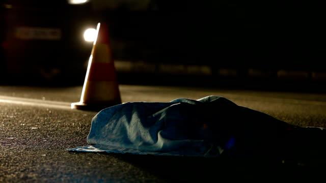 vittima di incidente stradale - cadavere video stock e b–roll
