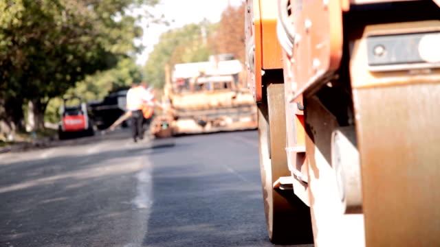road construction - asphalt stock-videos und b-roll-filmmaterial