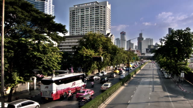 stockvideo's en b-roll-footage met road in bangkok - airport pickup