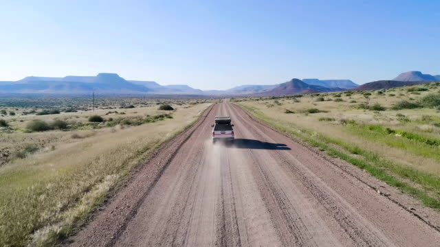 road trip in africa. aerial view - турист с рюкзаком стоковые видео и кадры b-roll