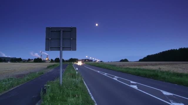 CRANE DOWN: Road video