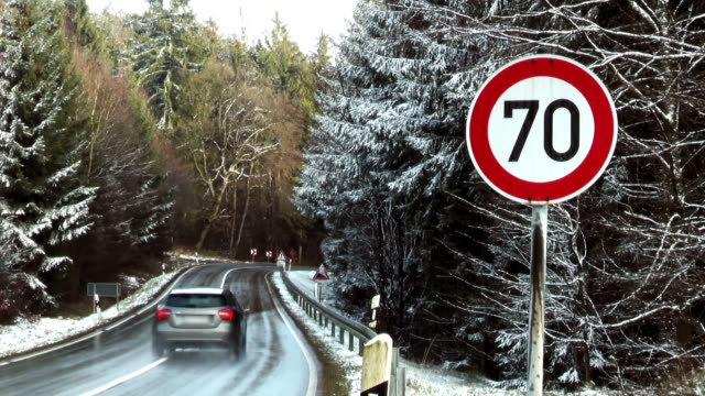 stockvideo's en b-roll-footage met road warning sign - speed limit 70 - maximumsnelheid bord