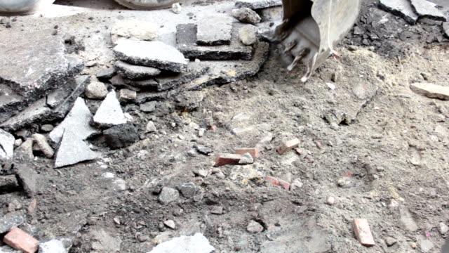 stockvideo's en b-roll-footage met road working - shovel