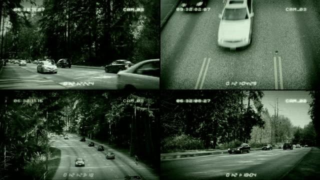 vídeos de stock e filmes b-roll de o sistema de videovigilância de circuito fechado estradas splitscreen - tv e familia e ecrã