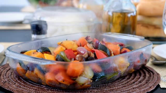 vídeos de stock e filmes b-roll de roast vegetables ready to eat - vegetables