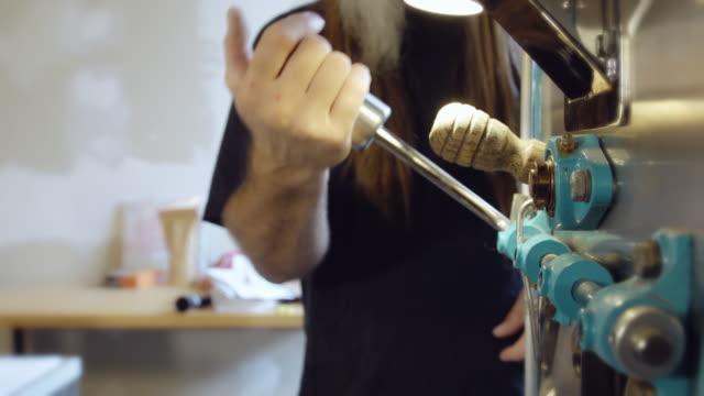 Roasting Coffee in Small Business видео