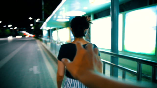 robber's hand behind a girl at night street - minacce video stock e b–roll