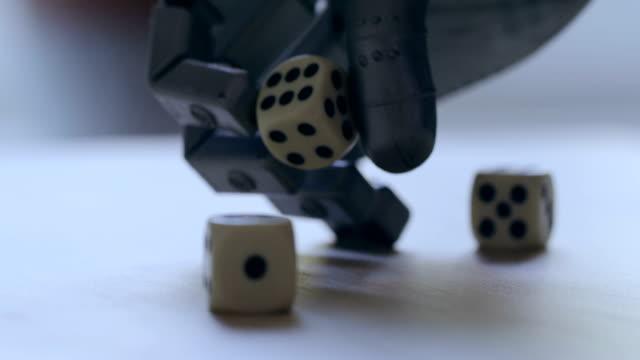 roboterhand würfeln - menschliche erzeugnisse stock-videos und b-roll-filmmaterial