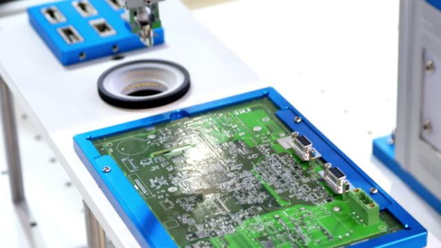 vídeos y material grabado en eventos de stock de máquina robot de inteligencia artificial - electrónica