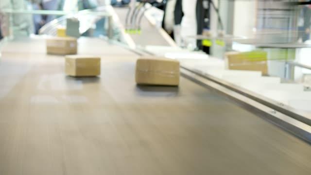 robot machine on artificial intelligence - confezione video stock e b–roll