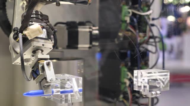 robotics arm - postęp filmów i materiałów b-roll