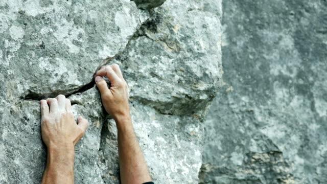 vídeos y material grabado en eventos de stock de escalador de roca primer cinemagraph - terreno extremo