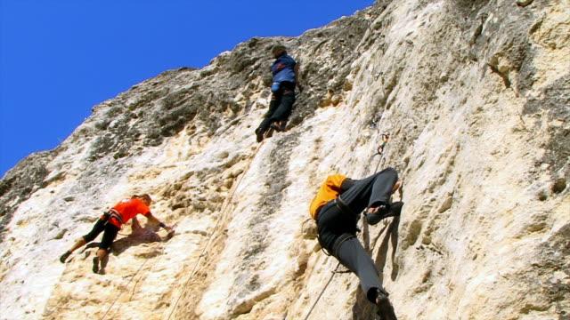 kletterer - bouldering stock-videos und b-roll-filmmaterial