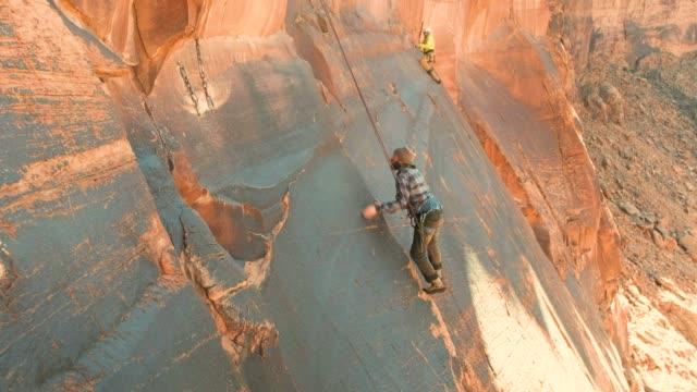vídeos y material grabado en eventos de stock de escalada en roca en moab utah - escalada en rocas
