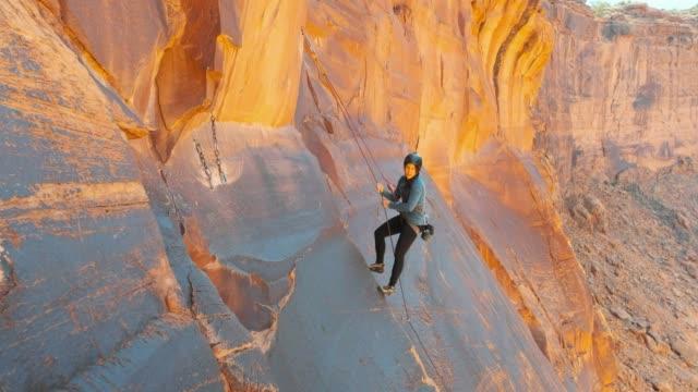 rock climbing in moab utah - red rock video stock e b–roll