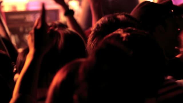 ロックのコンサートにします。 ビデオ