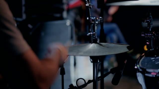 vídeos de stock, filmes e b-roll de tambor de rock - música acústica