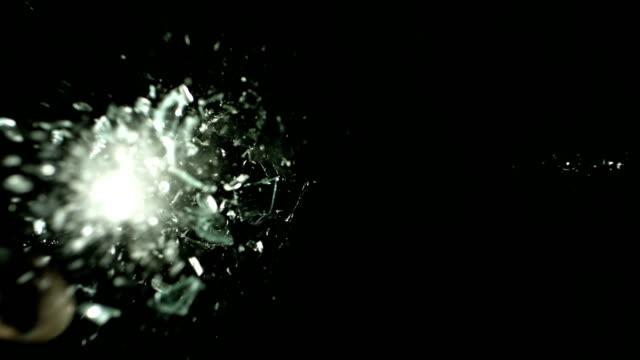 vídeos y material grabado en eventos de stock de rock volar a través de la ventana, cámara lenta - descripción física