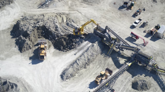 rock quarry conveyor belts - ghiaia video stock e b–roll