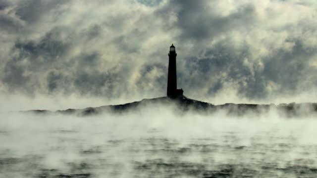 rockport's thacher island lighthouse i arctic sea smoke - massachusetts bildbanksvideor och videomaterial från bakom kulisserna