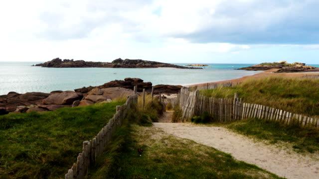 vidéos et rushes de côte rocheuse de l'océan atlantique en bretagne, france - bretagne