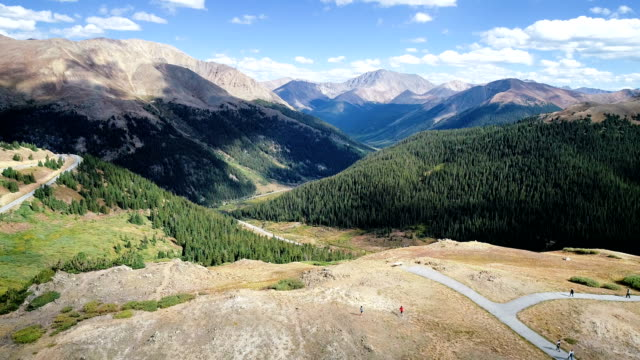rocky mountain valley above independence pass - колорадо стоковые видео и кадры b-roll