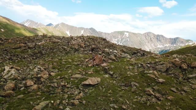 rocky mountains colorado landskap aerial drone - klippiga bergen bildbanksvideor och videomaterial från bakom kulisserna