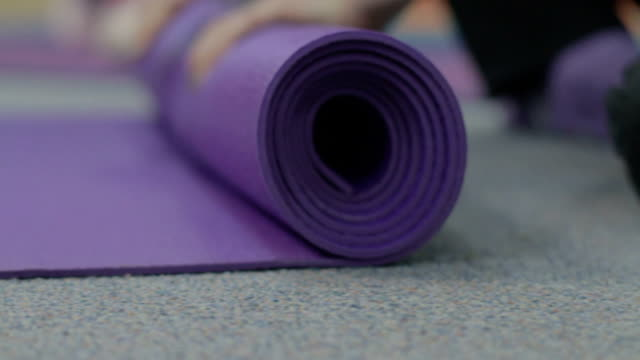 Roll Up Yoga Mat.mov video
