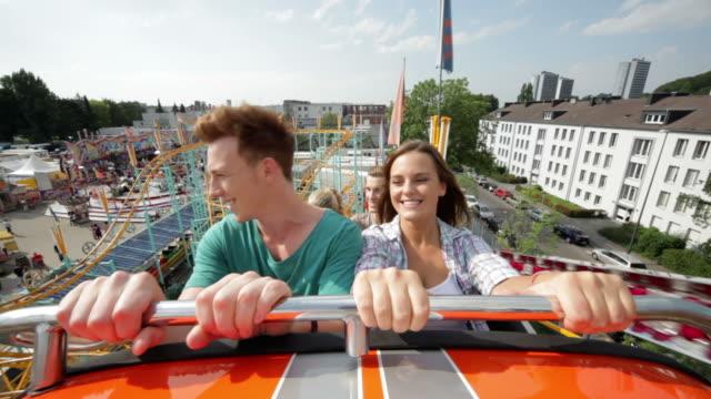 vídeos de stock e filmes b-roll de montanha-russa ride (parte 1/3 - braços no ar