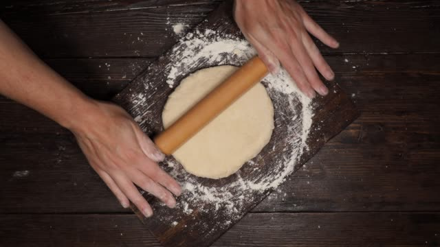 rolling dough - rotolo video stock e b–roll