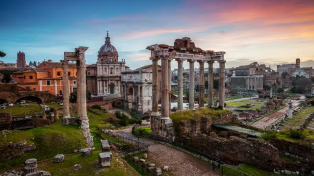 vídeos de stock, filmes e b-roll de fórum romano, ao nascer do sol, roma, itália - timelapse - civilização milenar