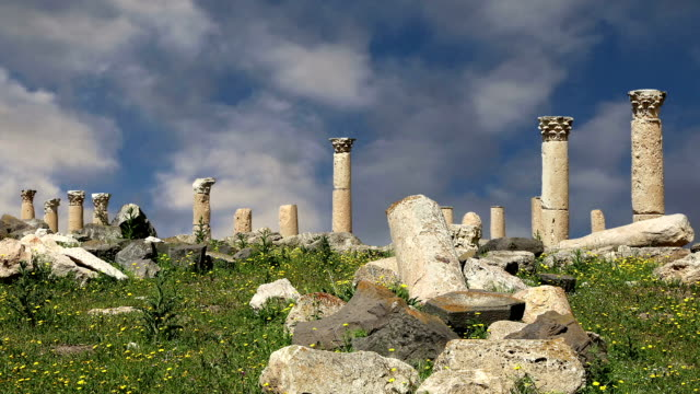roman ruins at umm qais (umm qays), jordan, middle east --is a town in northern jordan near the site of the ancient town of gadara. umm qais is one of jordan's most unique greco roman decapolis sites - greek architecture stock videos & royalty-free footage