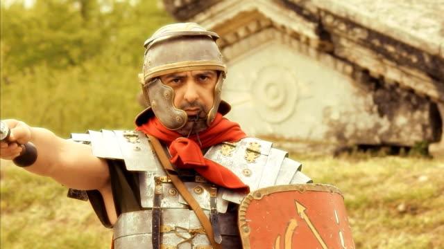 soldato romano - stile classico romano video stock e b–roll