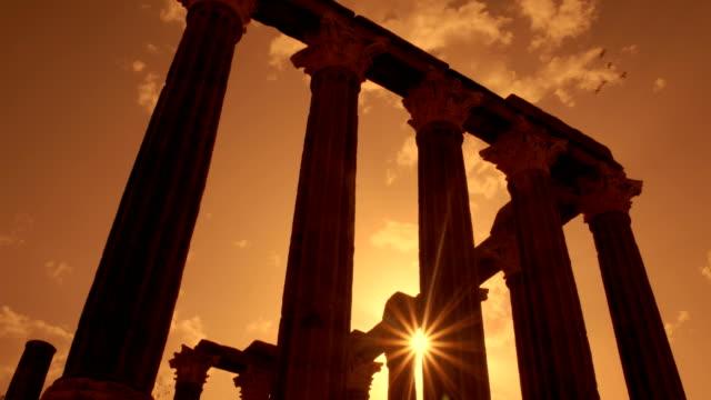 roman temple of evora - temple of diana - evora, portugal - stile classico romano video stock e b–roll