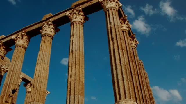 roman temple of evora - temple of diana - evora, portugal - obiekt światowego dziedzictwa unesco filmów i materiałów b-roll