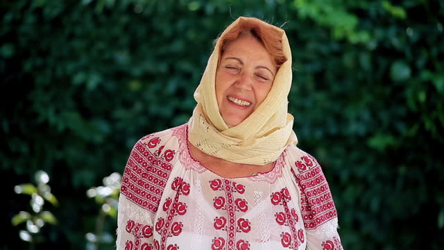romanian senior woman - costume tradizionale video stock e b–roll