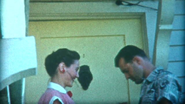 vídeos y material grabado en eventos de stock de romántico beso la década de 1940 - memorial day