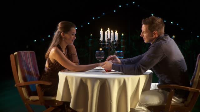 HD :DOLLY ロマンチックな提案 ビデオ