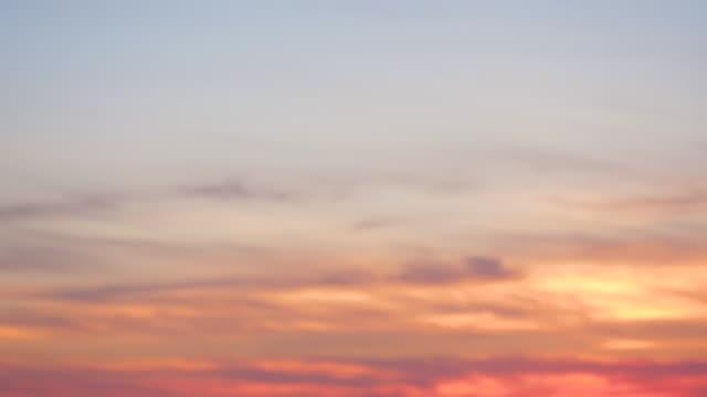 romantisk solnedgång himmel bakgrund med moln - pink sunrise bildbanksvideor och videomaterial från bakom kulisserna