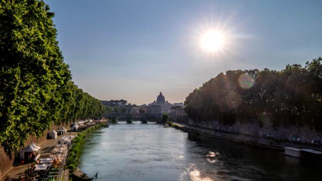 fullhd vatikan şehri i̇talya timelapse görüntüleri üzerinde gün doğumunda roma silueti havadan görünümü - vatikan şehir devleti stok videoları ve detay görüntü çekimi