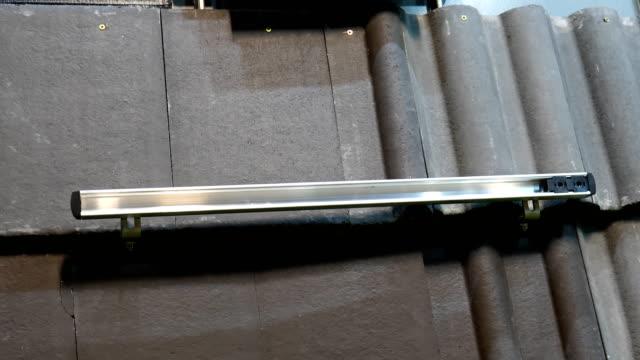 takmaterial på displayen - solar panel bildbanksvideor och videomaterial från bakom kulisserna