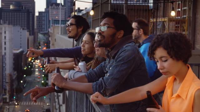 市區天臺派對 - 三四十歲的人 個影片檔及 b 捲影像