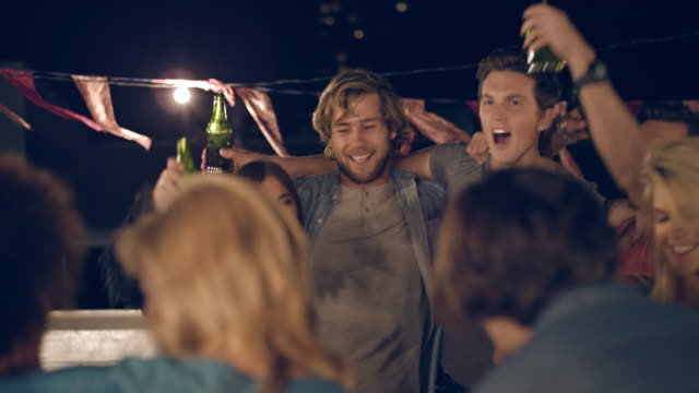 stockvideo's en b-roll-footage met rooftop party - feest