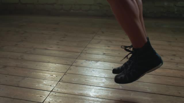 Boxeador saltando la cuerda - vídeo