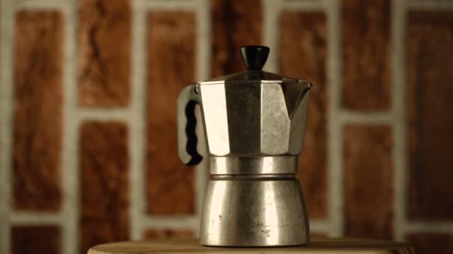rotate:coffee pot - argento metallo caffettiera video stock e b–roll