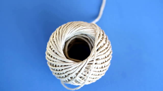 rotating blue plate with ball of rope video