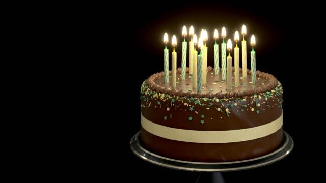 rotierender schokoladenkuchen mit kerzen isoliert auf schwarzem hintergrund - geburtstagstorte stock-videos und b-roll-filmmaterial
