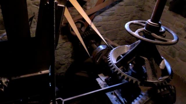 回転 cogwheel の木製の水車 - 石垣点の映像素材/bロール